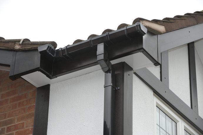 Freeflow Square Gutter 4 Metre Black Skyline Roofing